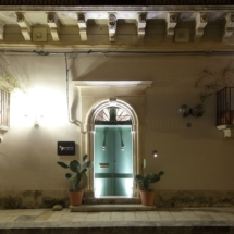 guest house facciata notte